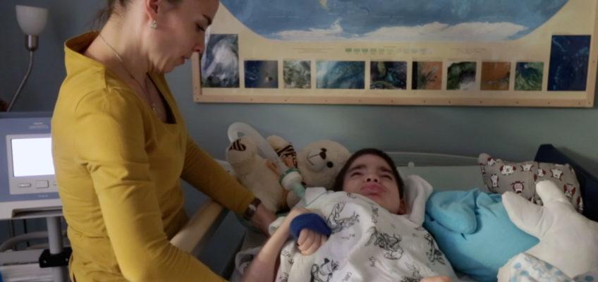 Rodiny nevyléčitelně nemocných dětí – Sehnat asistenci je nemožné